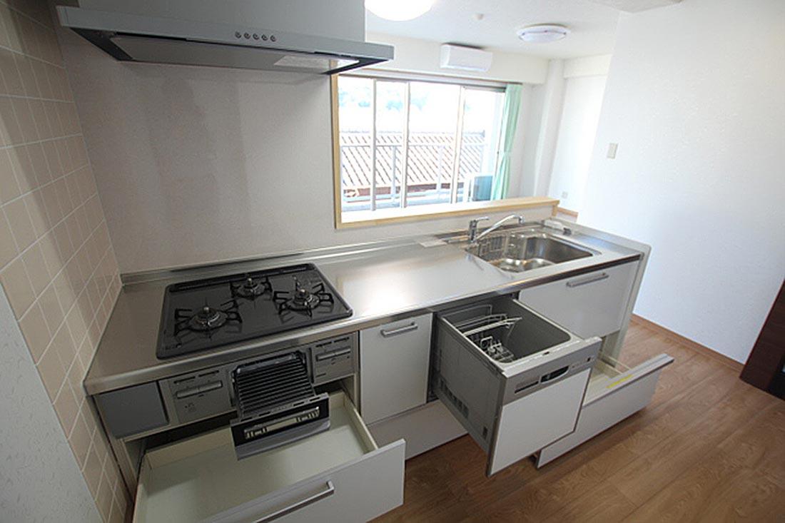 新築マイホームに使用するクオリティのキッチンです