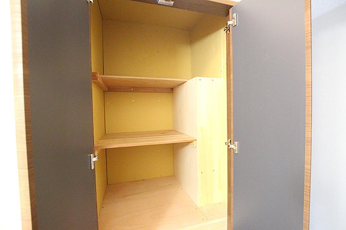 脱衣所の入り口部分にはタオルや洗剤等を収納出来るスペースが付いてます。