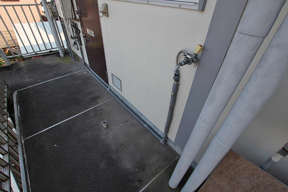 洗濯機置き場は玄関横です