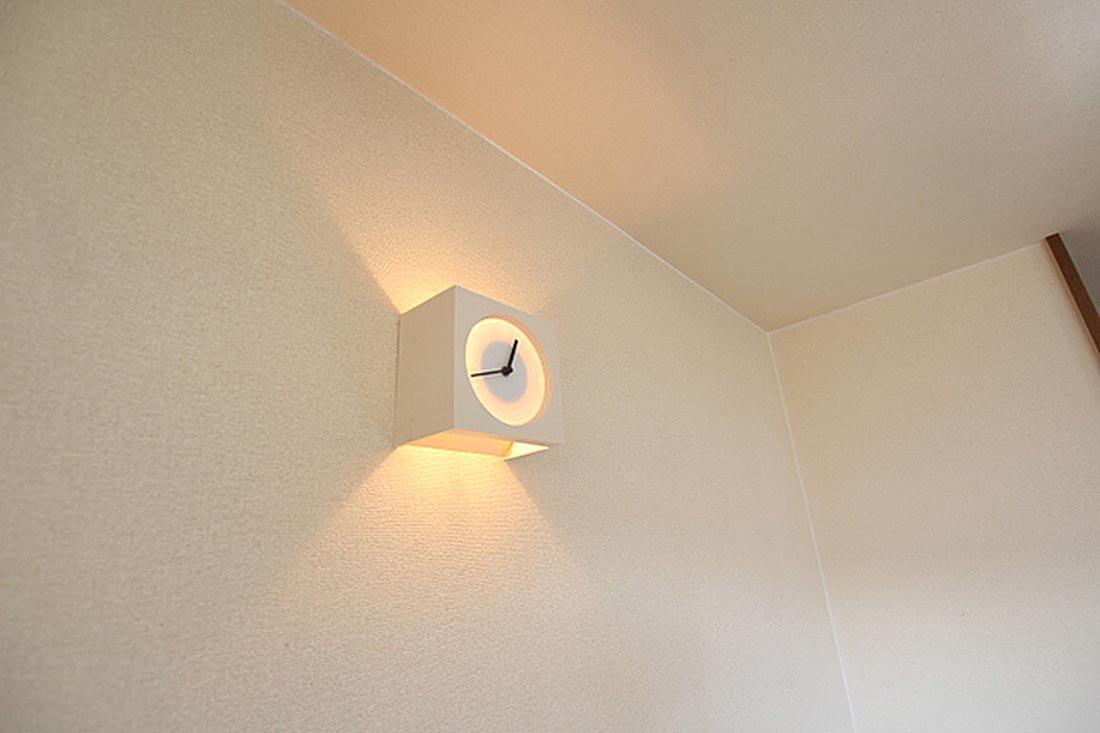備え付けの照明+時計